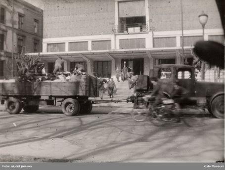 Tyskerne flytter inn i Kunstnernes hus. Foto: ukjent person / Oslo Museum