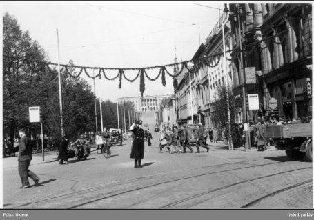 Tyske soldater på Karl Johan. Foto: Ukjent / Oslo byarkiv