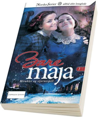 Bare Maja nummer 7 får du kjøpt i januar. Illustrasjonen viser juletreet på Haugen, som er laget av et kosteskaft. Men hvem er det Maja står sammen med på omslaget?
