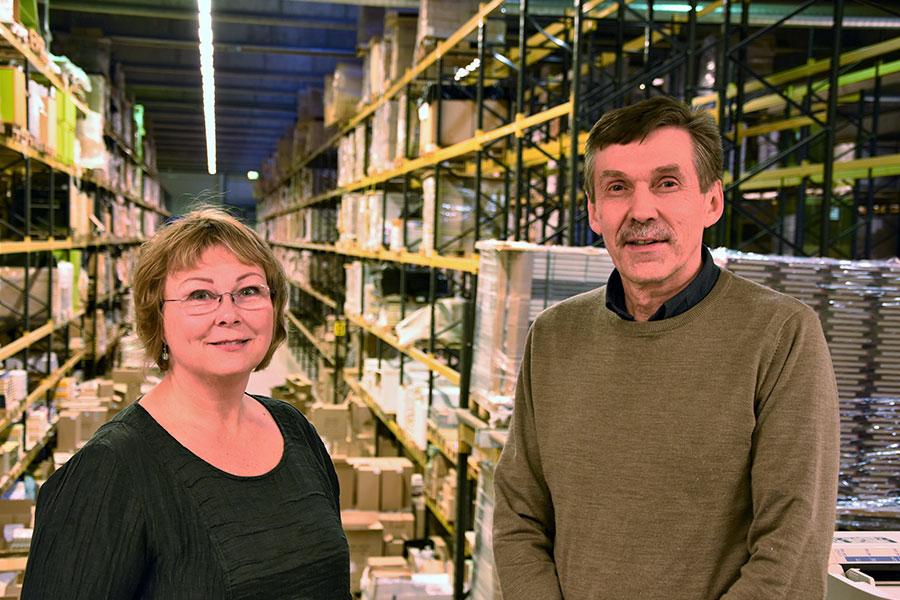 Eva besøkte også driftssjef Tommy Tørmoen på Sentraldistribusjons Skarnes-lager. Fra sitt kontor har han utsikt over hele lageret og produksjonshallen.